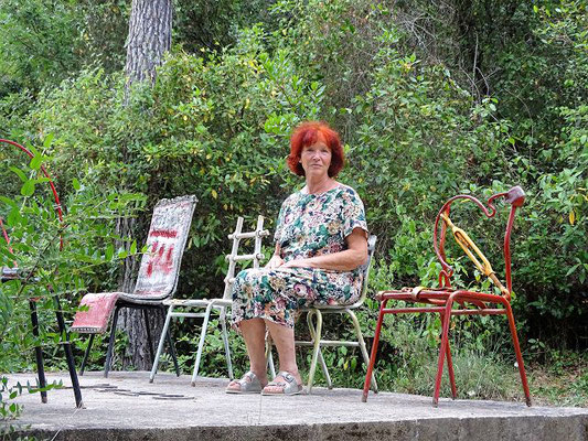 In Betrachtung auf Stühlen besonderer Art