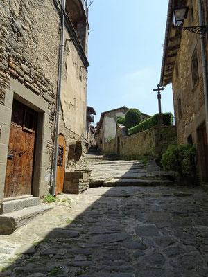 Diese Gasse führt zum alten Friedhof und zur Burgruine