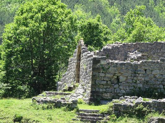 Eingang zu den Ruinen des Schlosses heute
