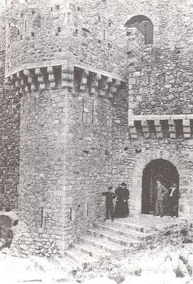 Requesens - das Tor nach dem Wiederaufbau (wikimedia)