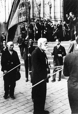 Gaudí bei einer Prozession 1924