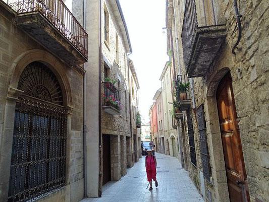 Im Carrer Nou finden sich viele alte Handelshäuser. Banyoles lebte vom Tuchhandel