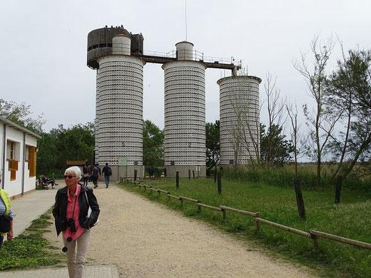 Die Senillosa-Türme, früher zur Reistrocknung verwendet, heute Beobachtungsstation