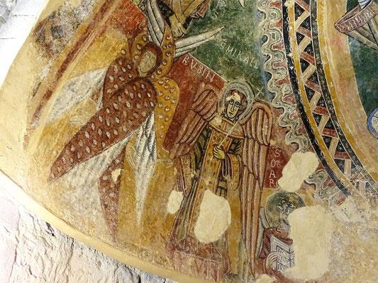 ...umgeben von Cherubim (Thronwächtern), Erzengeln (hier Michael) und den Evangelistensymbolen