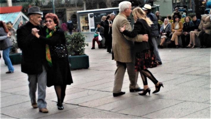 Tango auf den Straßen Montevideos (Bild aus: YouTube / Tango Montevideo / gunaturologia)