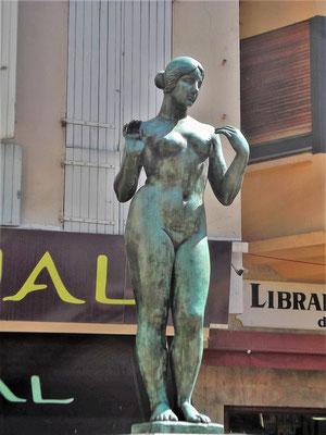 Auf dem Place de la Loge sehen wir diese Maillol-Figur