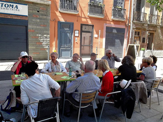 Nahe dem Campo Santo, dem alten Friedhof bei der Kathedrale, finden wir freie Plätze in einem argentinischen Restaurant