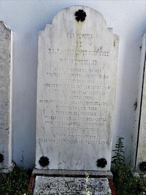 Gedenktafel für den evangelischen Pastor Alejandro López Rodríguez (1855-1941)