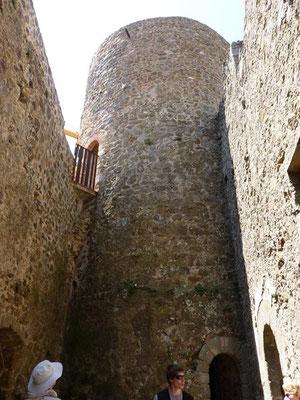 ...ins Innere der Burg bis zum dritten, letzten Ring