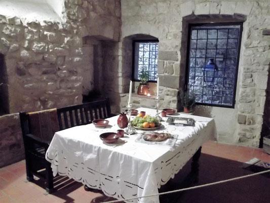 Festlich gedeckter Tisch in einem der Doppelhäuser