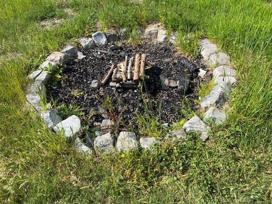 Feuerstelle für abendliche Meditationen