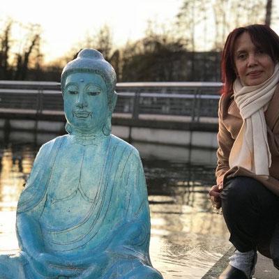 Eneida mit ihrem blauen Buddha