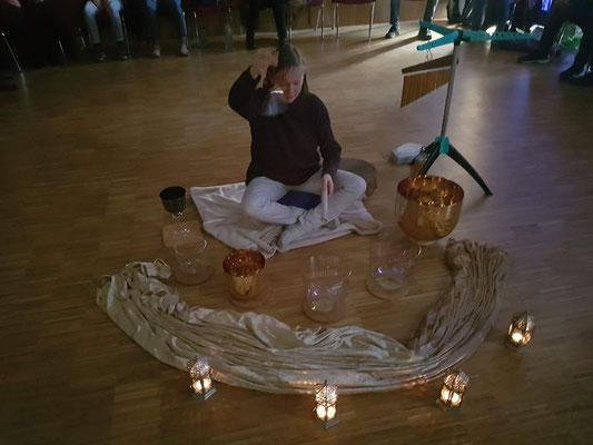 Kristallklangschalenkonzert mit Meditation, Kirsten Schäfer