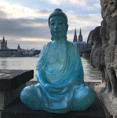 Blauer Floating Buddha