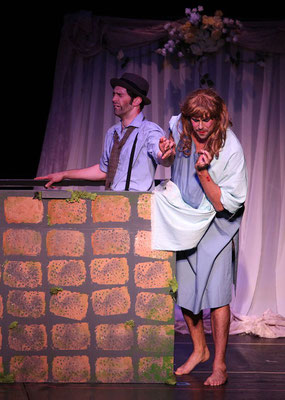 Thisbe (Phil McQueen) has her way with the wall