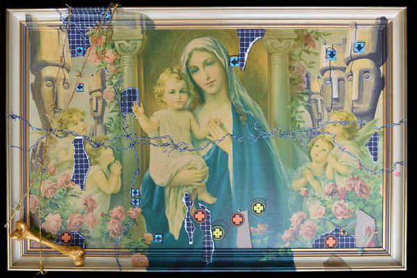 Art.085: adora quod incendisti, incende quod adorasti: Madonna in Roses, 03/2015, 57 x 88cm, Mischtechnik (Collage, Knochen, Stacheldraht & Acrylfarben auf gerahmtem Kunstdruck der1920er Jahre)