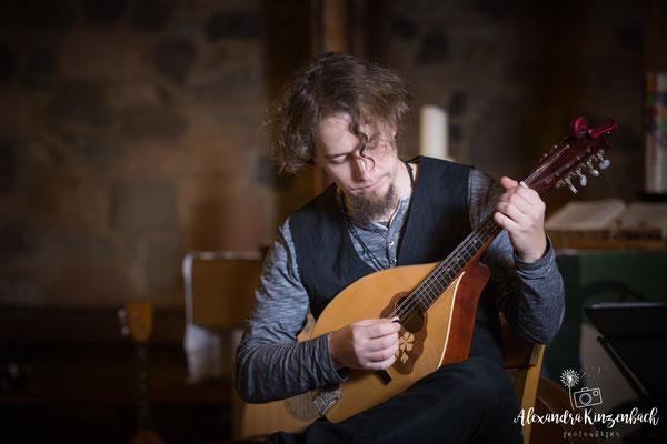 Pankratiuskapelle Gießen 18.11.2017, Markus spielt Mandola