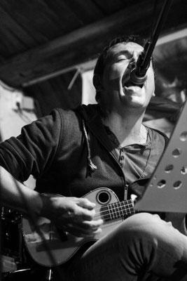 Dirk Butz (vocals, Gitarre, Ukulele)