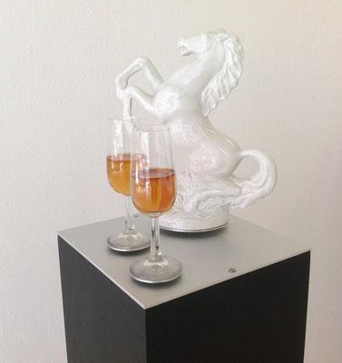 Pferde-Stillleben,  Kunstharznachbildung, Sockel 110x23x23 cm 1994