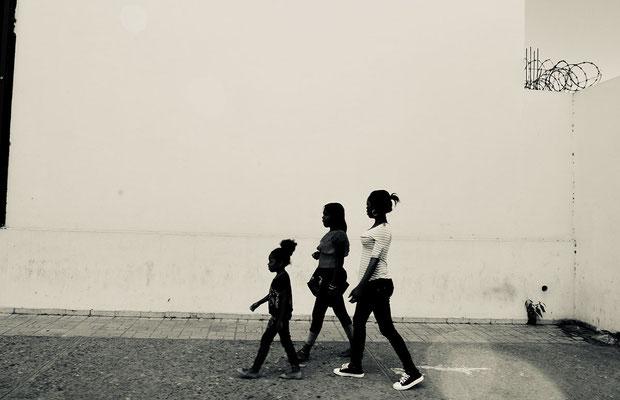 family walk, San Cristóbal 2018 40 x 50