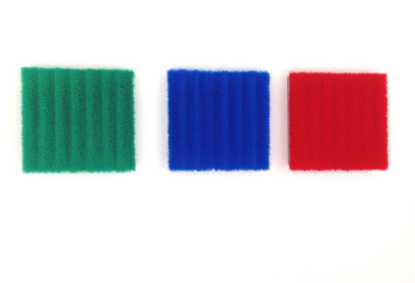 o. T., Besen auf Aluminium, blau, 50 x 50 cm  o. T., Besen auf Aluminium, grün, 50 x 50 cm  o. T., Besen auf Aluminium, rot, 50 x 50 cm, 1993