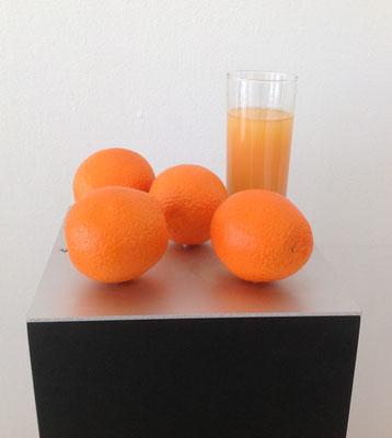 Orangen-Stillleben, Kunstharznachbildung, Sockel 110x23x23 cm 1994