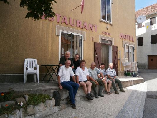 La place du village de Cros de Géorand (Nicole)