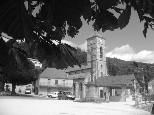 La place du village de Cros de Géorand (Rachel)