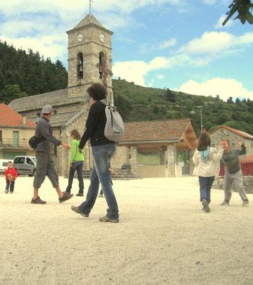 La place du village de Cros de Géorand (Christophe)