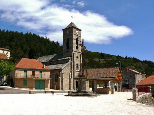 La place du village de Cros de Géorand (Alban)