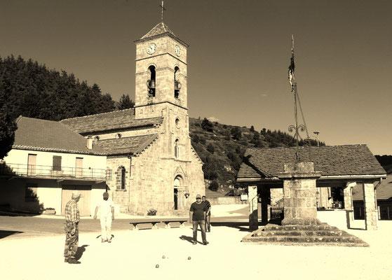La place du village de Cros de Géorand (Audrey)