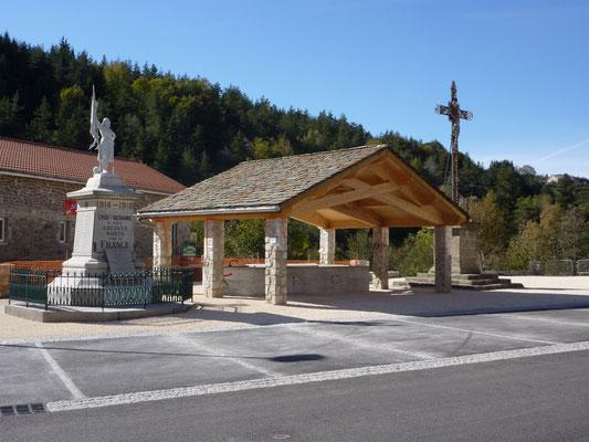 La place du village de Cros de Géorand (Cécile)
