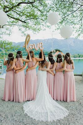Authentisches Foto mit Braut und Brautjungfern