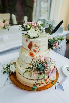 Hochzeitstorte im Naked Cake Stil