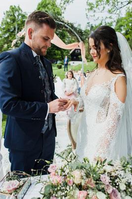 Ringtausch bei der Hochzeit