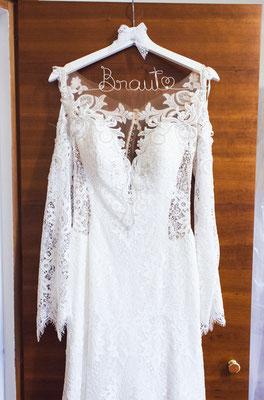 Brautkleid auf Braut-Kleiderbügel