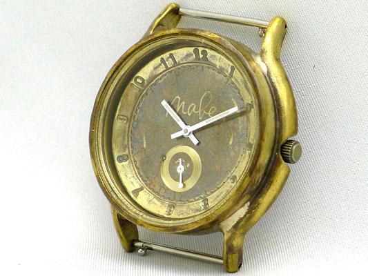 「Small Second」 6時位置に秒針を配したスモールセコンドモデル アラビア数字 ¥19,000(税別)