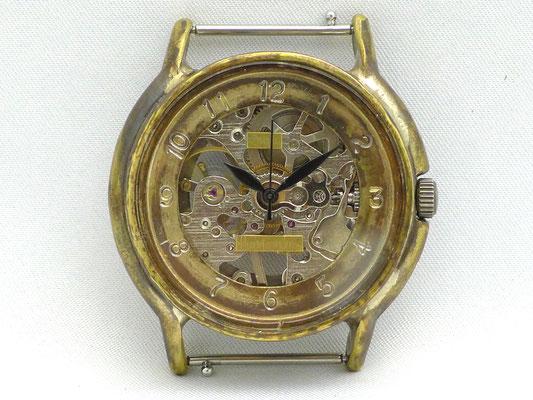 「Handwinding」 機械式手巻きモデル 17石手巻きムーブメント アラビア数字 ¥22,000(税別)