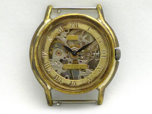 「Handwinding」 機械式手巻きモデル 17石手巻きムーブメント ローマ数字 ¥22,000(税別)