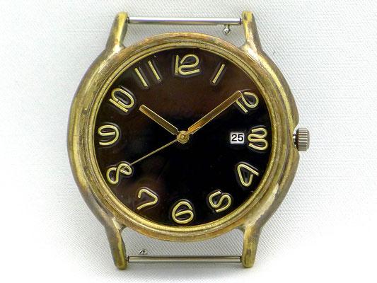 「Date」 3時位置に日付表示を配したデイトモデル ブラック文字盤 ¥19,000(税別)