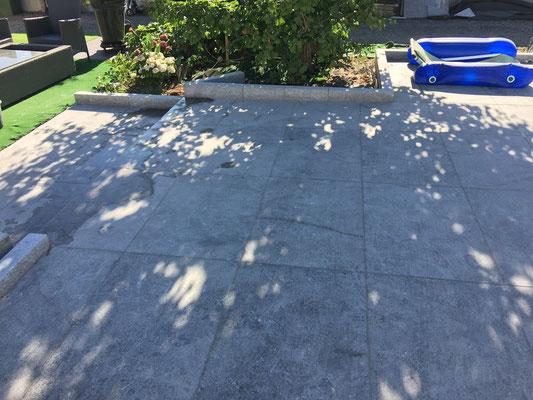 tr s belle terrasse en dallage de pierre grise flamm e 90x60 cm crsm carrelage marbre pierre. Black Bedroom Furniture Sets. Home Design Ideas