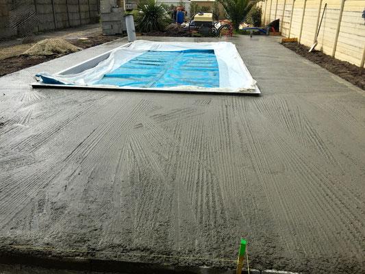 Coulage d 39 une dalle b ton pour terrasse crsm carrelage - Dalle beton pour piscine ...