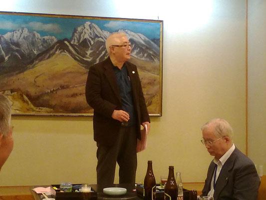 乾杯のご発声は 新潟県糸魚川支部長の佐藤兼松先生。