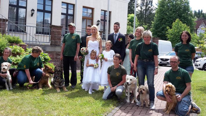 Jetzt noch ein Gruppenfoto mit Brautpaar ...