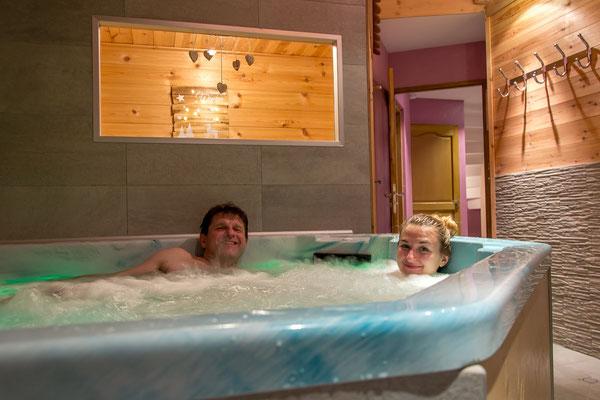 En duo dans le spa du gîte de montagne Le Maréva**** - Le Dévoluy - Hautes-ALpes