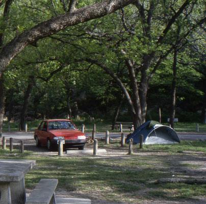 Onze kampeerplek in het Garner State Park aan de Rio Frio