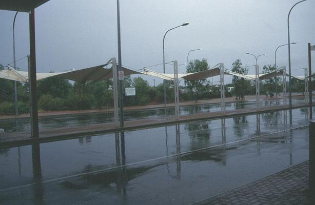 vliegveld Alice Springs in de regen