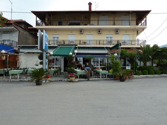 diner aan kuststrook Platamonas