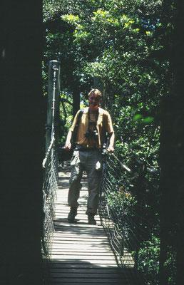 Martin op een touwbrug