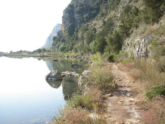 rots bij de baai van Pilos